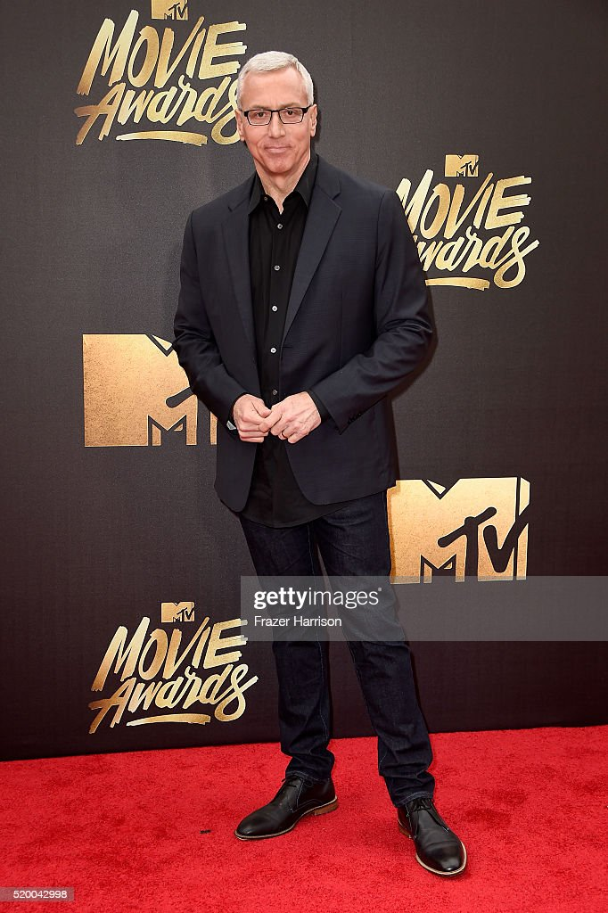 personality-dr-drew-pinsky-attends-the-2016-mtv-movie-awards-at-bros-picture-id520042998