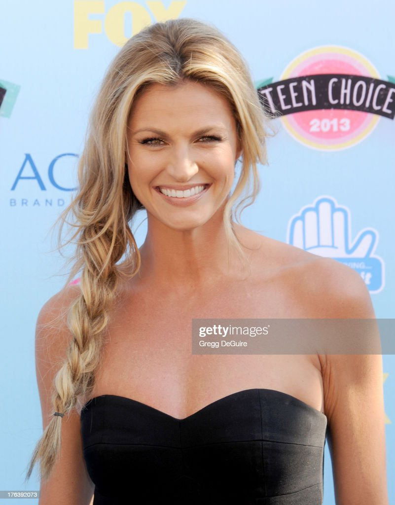 TV personality Erin Andrews arrives at the 2013 Teen Choice Awards at Gibson Amphitheatre on August 11, 2013 in Universal City, California.