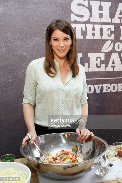 TV personality Gail Simmons helps Pure Leaf Iced Tea launch #LoveOfLeaves program at 320 Studios on May 28 2014 in New York City Visit...