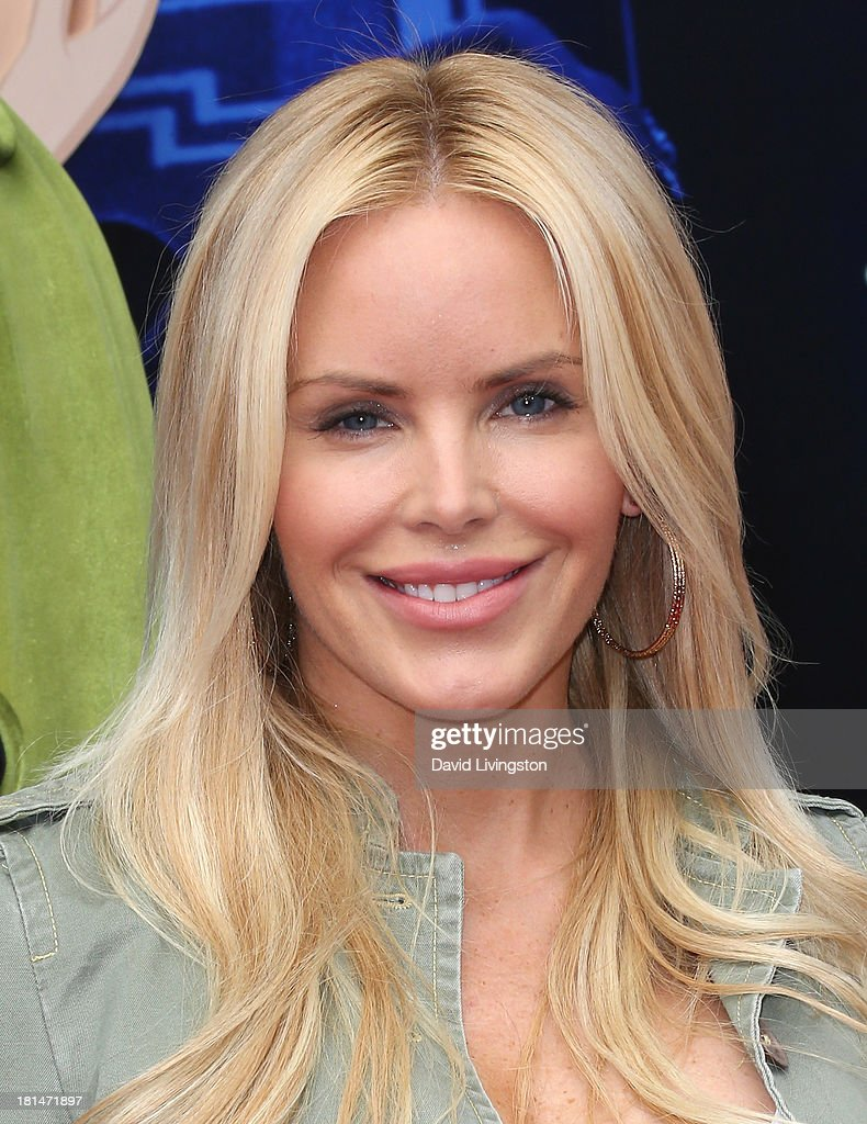 TV personality <a gi-track='captionPersonalityLinkClicked' href=/galleries/search?phrase=Gena+Lee+Nolin&family=editorial&specificpeople=1018008 ng-click='$event.stopPropagation()'>Gena Lee Nolin</a> attends the premiere of Columbia Pictures and Sony Pictures Animation's 'Cloudy with a Chance of Meatballs 2' at the Regency Village Theatre on September 21, 2013 in Westwood, California.