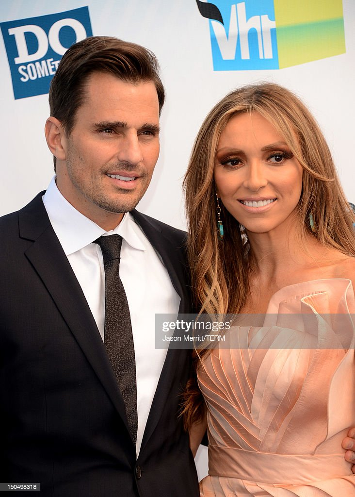 TV personality <a gi-track='captionPersonalityLinkClicked' href=/galleries/search?phrase=Giuliana+Rancic&family=editorial&specificpeople=556124 ng-click='$event.stopPropagation()'>Giuliana Rancic</a> (R) and <a gi-track='captionPersonalityLinkClicked' href=/galleries/search?phrase=Bill+Rancic&family=editorial&specificpeople=204496 ng-click='$event.stopPropagation()'>Bill Rancic</a> arrive at the 2012 Do Something Awards at Barker Hangar on August 19, 2012 in Santa Monica, California.