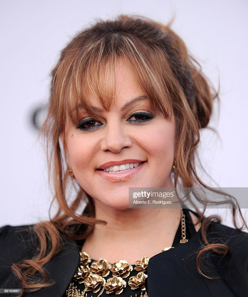 TV personality <a gi-track='captionPersonalityLinkClicked' href=/galleries/search?phrase=Jenni+Rivera&family=editorial&specificpeople=666166 ng-click='$event.stopPropagation()'>Jenni Rivera</a> arrives at The Cable Show 2010 'An Evening With NBC Universal' on May 12, 2010 in Universal City, California.