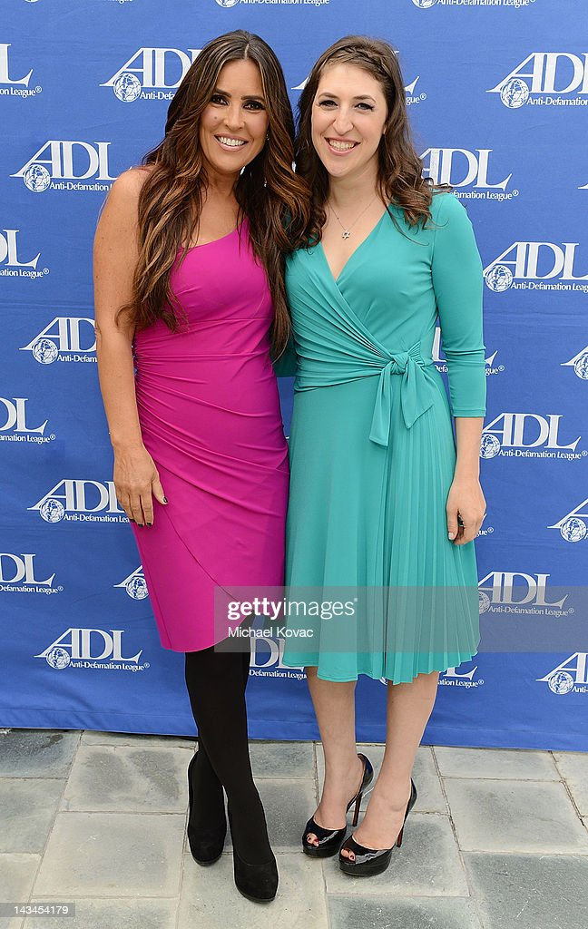 TV personality Jillian Reynolds (L) and actress/neuroscientist Mayim Bialik attend The Anti-Defamation League Deborah Awards at the Skirball Cultural Center on April 26, 2012 in Los Angeles, California.