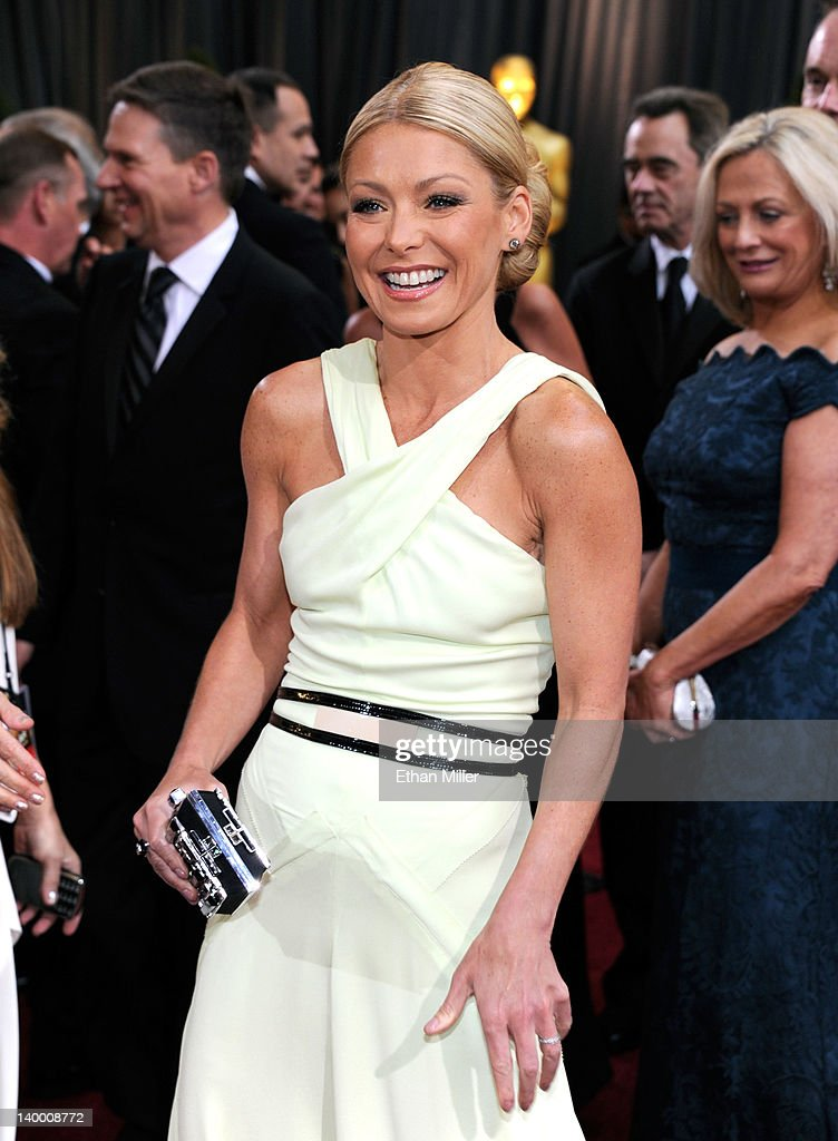 TV personality Kelly Ripa arrives at the 84th Annual Academy Awards held at the Hollywood & Highland Center on February 26, 2012 in Hollywood, California.