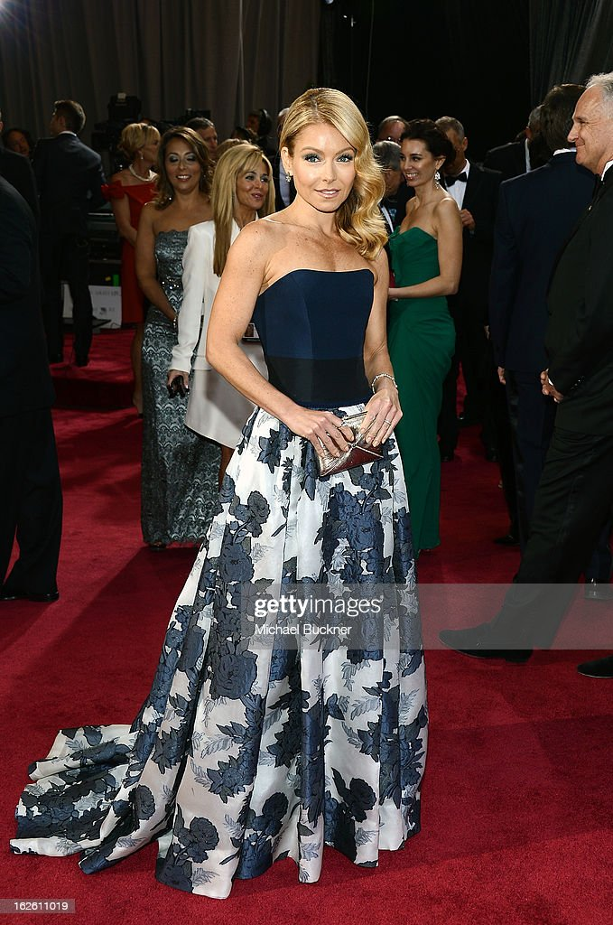 TV personality Kelly Ripa arrives at the Oscars at Hollywood & Highland Center on February 24, 2013 in Hollywood, California.