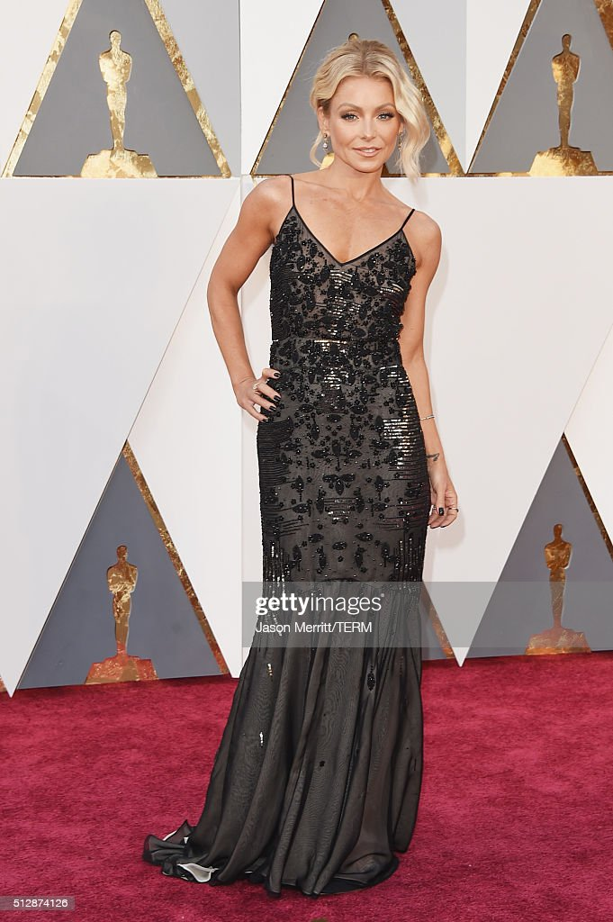 TV personality <a gi-track='captionPersonalityLinkClicked' href=/galleries/search?phrase=Kelly+Ripa&family=editorial&specificpeople=202134 ng-click='$event.stopPropagation()'>Kelly Ripa</a> attends the 88th Annual Academy Awards at Hollywood & Highland Center on February 28, 2016 in Hollywood, California.