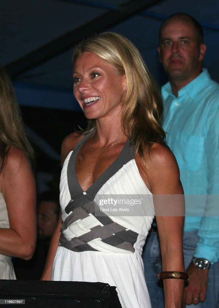 TV Personality <a gi-track='captionPersonalityLinkClicked' href=/galleries/search?phrase=Kelly+Ripa&family=editorial&specificpeople=202134 ng-click='$event.stopPropagation()'>Kelly Ripa</a> visits the Hampton SOCIAL @Ross - Performance by <a gi-track='captionPersonalityLinkClicked' href=/galleries/search?phrase=Billy+Joel&family=editorial&specificpeople=203097 ng-click='$event.stopPropagation()'>Billy Joel</a> at the Ross School August 4, 2007 in East Hampton, New York.