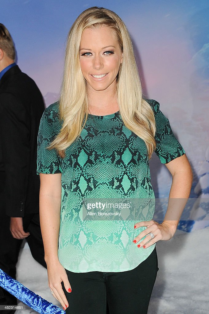 TV personality <a gi-track='captionPersonalityLinkClicked' href=/galleries/search?phrase=Kendra+Wilkinson&family=editorial&specificpeople=539064 ng-click='$event.stopPropagation()'>Kendra Wilkinson</a> arrives at the Los Angeles premiere of Disney's 'Frozen' at the El Capitan Theatre on November 19, 2013 in Hollywood, California.