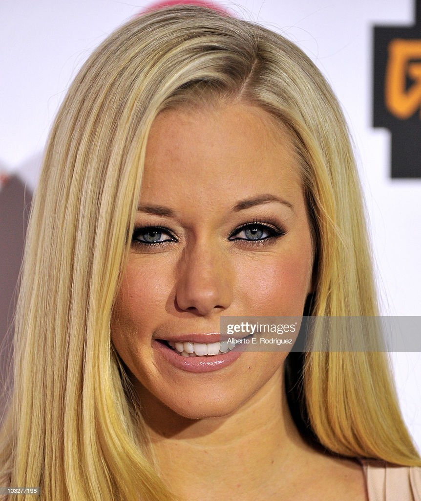 TV personality Kendra Wilkinson arrives to the Comcast Entertainment Group's Summer TCA Cocktail Party on August 6, 2010 in Beverly Hills, California.