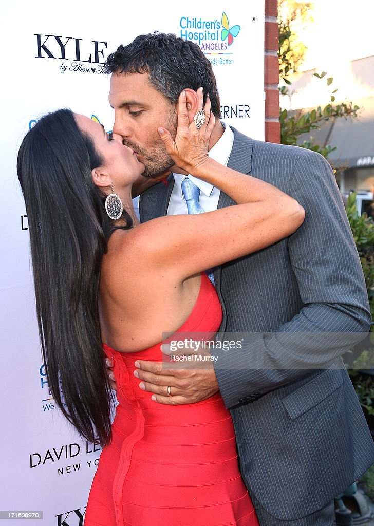 TV personality Kyle Richards (L) and husband Mauricio Umansky attend Kyle Richards hosts a Fashion Fundraiser for Children's Hospital Los Angeles at Kyle By Alene Too on June 26, 2013 in Beverly Hills, California.