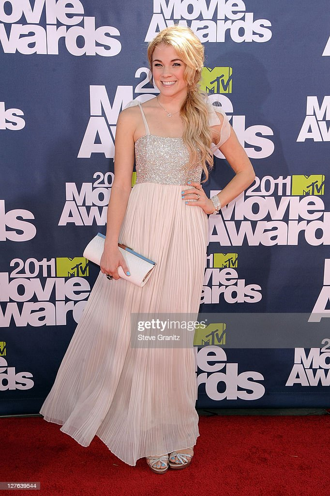 TV Personality Lenay Dunn arrives at the 2011 MTV Movie Awards at Universal Studios' Gibson Amphitheatre on June 5, 2011 in Universal City, California.