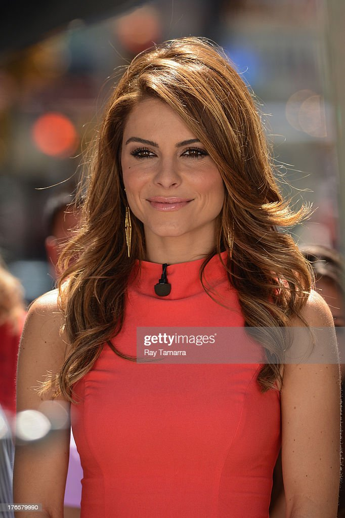 TV personality <a gi-track='captionPersonalityLinkClicked' href=/galleries/search?phrase=Maria+Menounos&family=editorial&specificpeople=203337 ng-click='$event.stopPropagation()'>Maria Menounos</a> films a segment at the 'Extra' movie set on August 15, 2013 in New York City.