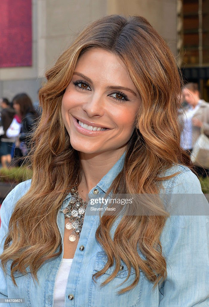 TV personality <a gi-track='captionPersonalityLinkClicked' href=/galleries/search?phrase=Maria+Menounos&family=editorial&specificpeople=203337 ng-click='$event.stopPropagation()'>Maria Menounos</a> hosts the 'Red Hot Secrets For Staying Healthy During The Holiday Season' event at Rockefeller Center on October 15, 2013 in New York City.
