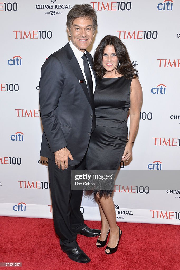 TV personality <a gi-track='captionPersonalityLinkClicked' href=/galleries/search?phrase=Mehmet+Oz&family=editorial&specificpeople=4175862 ng-click='$event.stopPropagation()'>Mehmet Oz</a> and Lisa Oz attend the TIME 100 Gala, TIME's 100 most influential people in the world, at Jazz at Lincoln Center on April 29, 2014 in New York City.