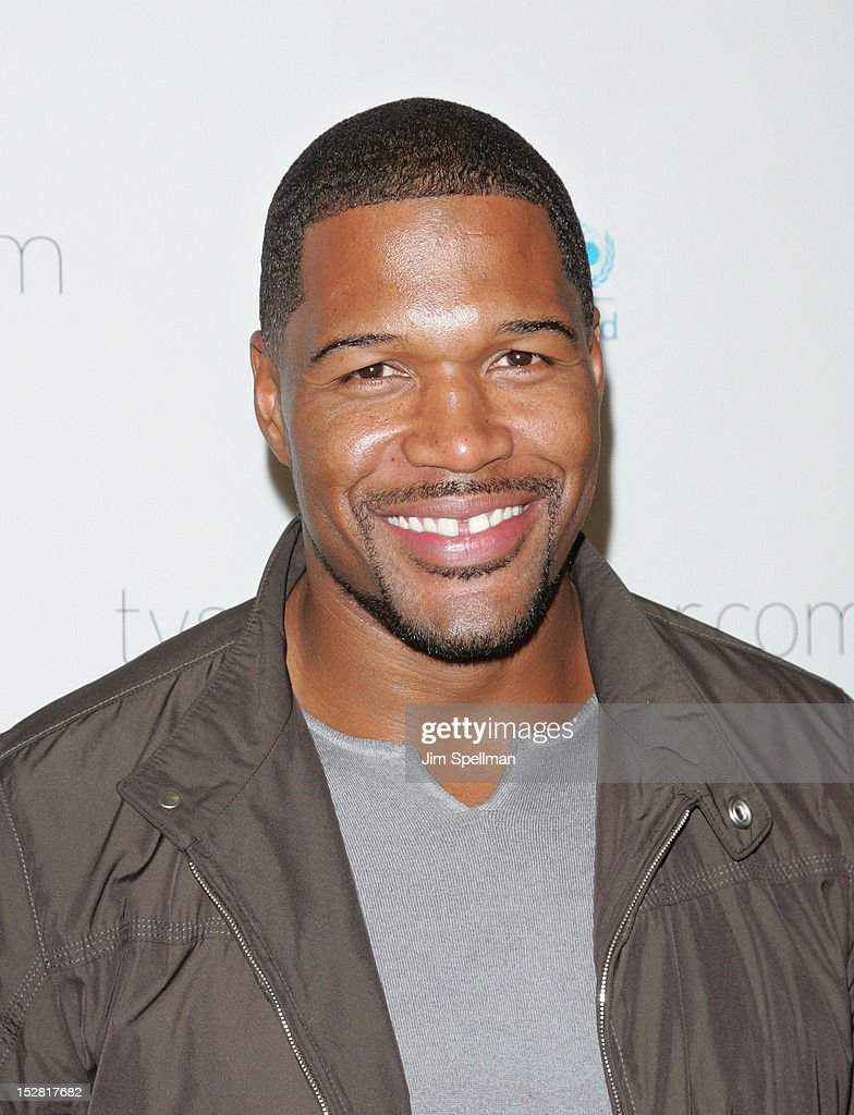 TV Personality <a gi-track='captionPersonalityLinkClicked' href=/galleries/search?phrase=Michael+Strahan&family=editorial&specificpeople=210563 ng-click='$event.stopPropagation()'>Michael Strahan</a> attends 'A Year In A New York Minute' Photo Exhibition at Canoe Studios on September 26, 2012 in New York City.
