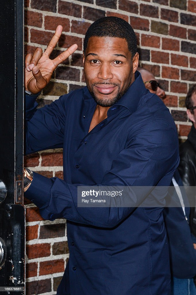 TV personality <a gi-track='captionPersonalityLinkClicked' href=/galleries/search?phrase=Michael+Strahan&family=editorial&specificpeople=210563 ng-click='$event.stopPropagation()'>Michael Strahan</a> enters the 'Late Show With David Letterman' taping at the Ed Sullivan Theater on May 8, 2013 in New York City.