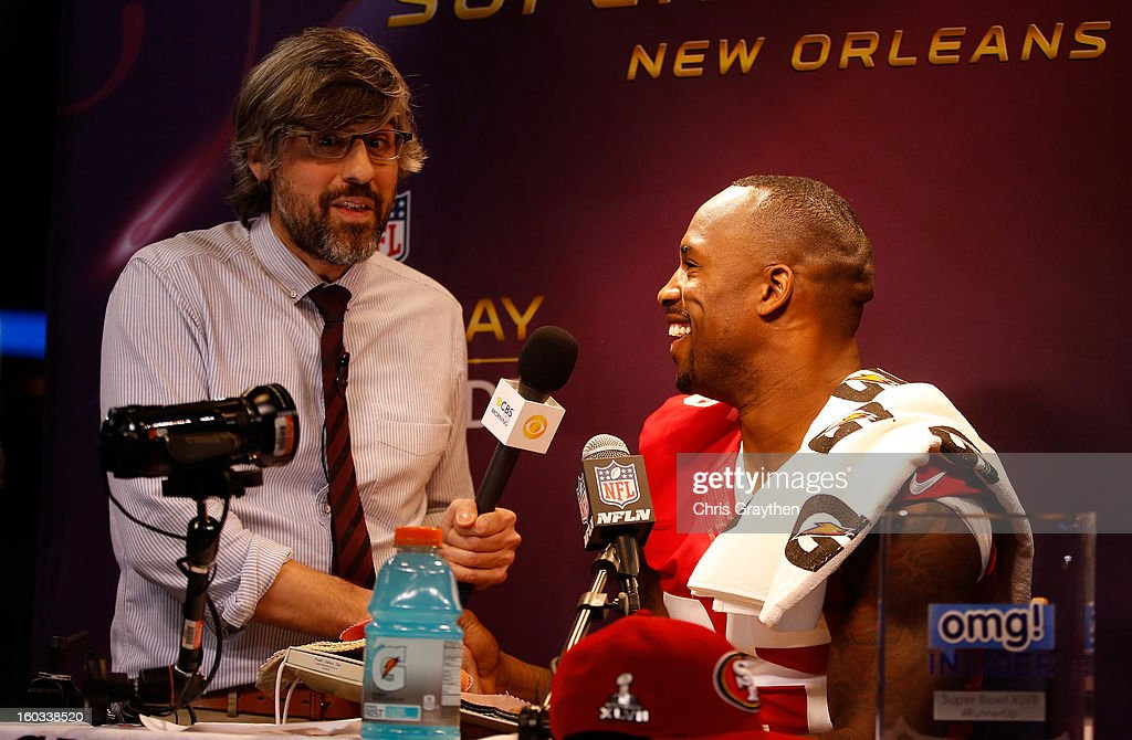 TV personality Mo Rocca interviews Vernon Davis #85 of the San Francisco 49ers during Super Bowl XLVII Media Day ahead of Super Bowl XLVII at the Mercedes-Benz Superdome on January 29, 2013 in New Orleans, Louisiana. The San Francisco 49ers will take on the Baltimore Ravens on February 3, 2013 at the Mercedes-Benz Superdome.