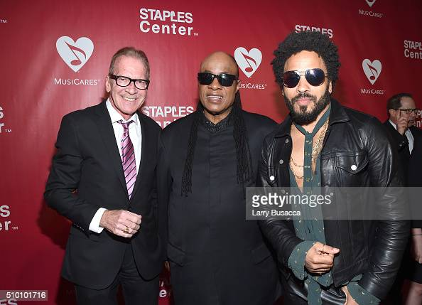 TV personality Pat O'Brien musicians Stevie Wonder and Lenny Kravitz attend the 2016 MusiCares Person of the Year honoring Lionel Richie at the Los...