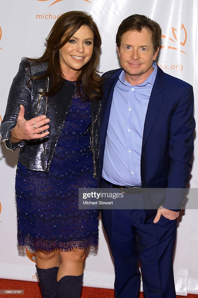 TV personality Rachel Ray (L) and <a gi-track='captionPersonalityLinkClicked' href=/galleries/search?phrase=Michael+J.+Fox&family=editorial&specificpeople=208846 ng-click='$event.stopPropagation()'>Michael J. Fox</a> attend the 2012 A Funny Thing Happened On The Way To Cure Parkinson's at The Waldorf=Astoria on November 10, 2012 in New York City.