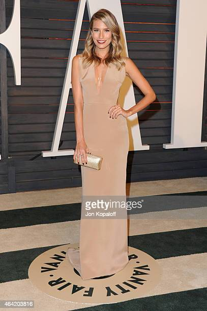 TV personality Renee Bargh attends the 2015 Vanity Fair Oscar Party hosted by Graydon Carter at Wallis Annenberg Center for the Performing Arts on...