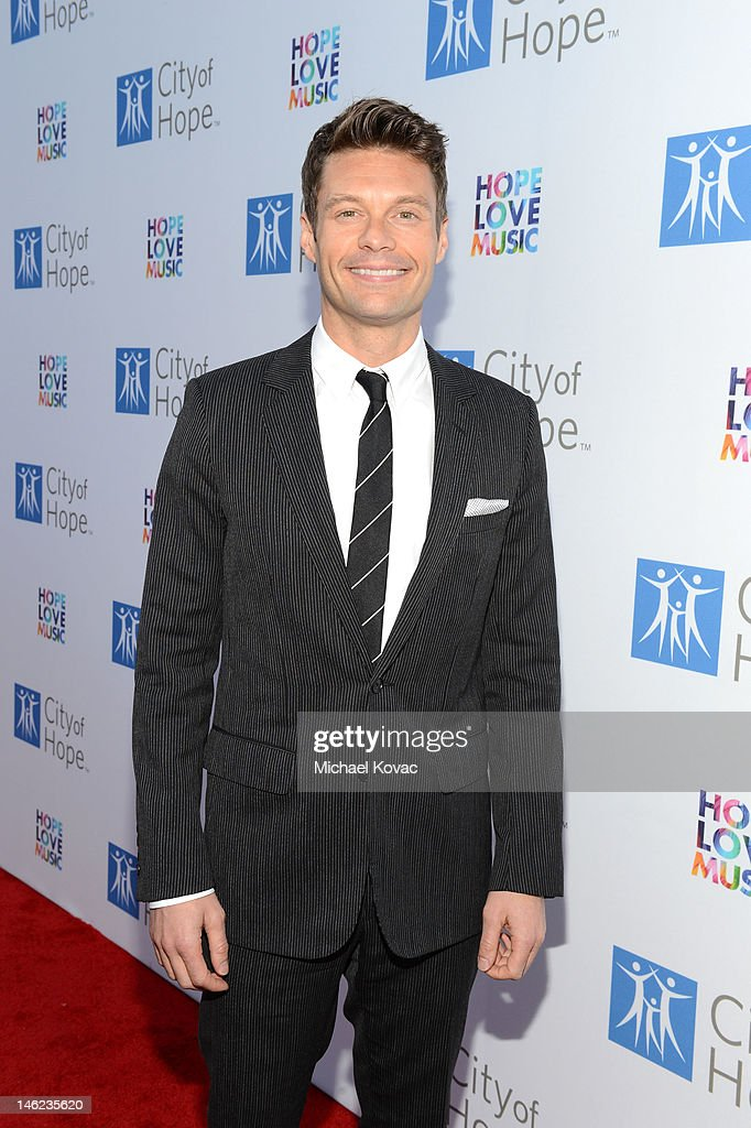 TV personality <a gi-track='captionPersonalityLinkClicked' href=/galleries/search?phrase=Ryan+Seacrest&family=editorial&specificpeople=201694 ng-click='$event.stopPropagation()'>Ryan Seacrest</a> arrives at City Of Hope Honors Clear Channel CEO Bob Pittman With Spirit Of Life Award - Red Carpet at The Geffen Contemporary at MOCA on June 12, 2012 in Los Angeles, California.