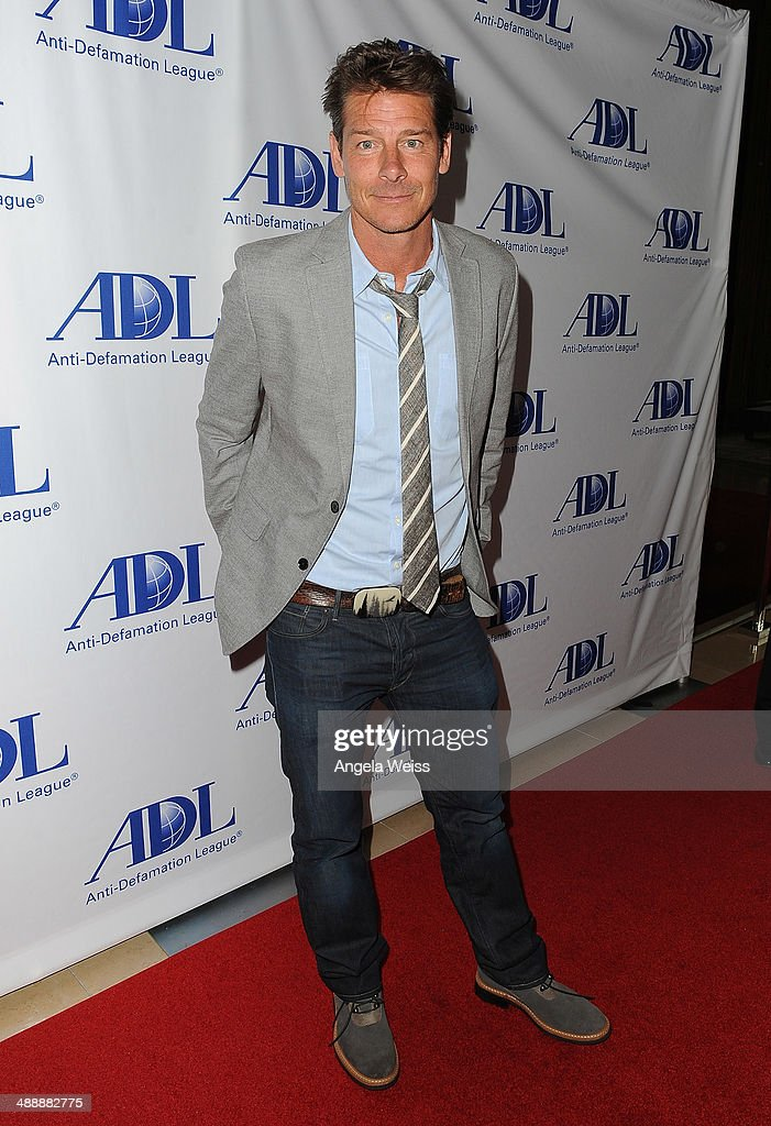 TV personality <a gi-track='captionPersonalityLinkClicked' href=/galleries/search?phrase=Ty+Pennington&family=editorial&specificpeople=241576 ng-click='$event.stopPropagation()'>Ty Pennington</a> arrives at the Anti-Defamation League entertainment industry dinner honoring Roma Downey and Mark Burnett at The Beverly Hilton Hotel on May 8, 2014 in Beverly Hills, California.