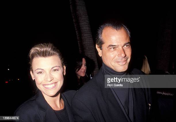 Personality Vanna White and husband George Santopietro attending the premiere of 'The Adams Family' on November 19 1991 at the Academy Theater in...