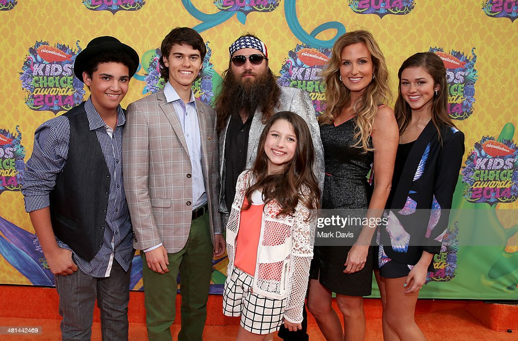 TV personality <a gi-track='captionPersonalityLinkClicked' href=/galleries/search?phrase=Willie+Robertson&family=editorial&specificpeople=2788954 ng-click='$event.stopPropagation()'>Willie Robertson</a> (C) and wife <a gi-track='captionPersonalityLinkClicked' href=/galleries/search?phrase=Korie+Robertson&family=editorial&specificpeople=9195966 ng-click='$event.stopPropagation()'>Korie Robertson</a> (R) with family attend Nickelodeon's 27th Annual Kids' Choice Awards held at USC Galen Center on March 29, 2014 in Los Angeles, California.