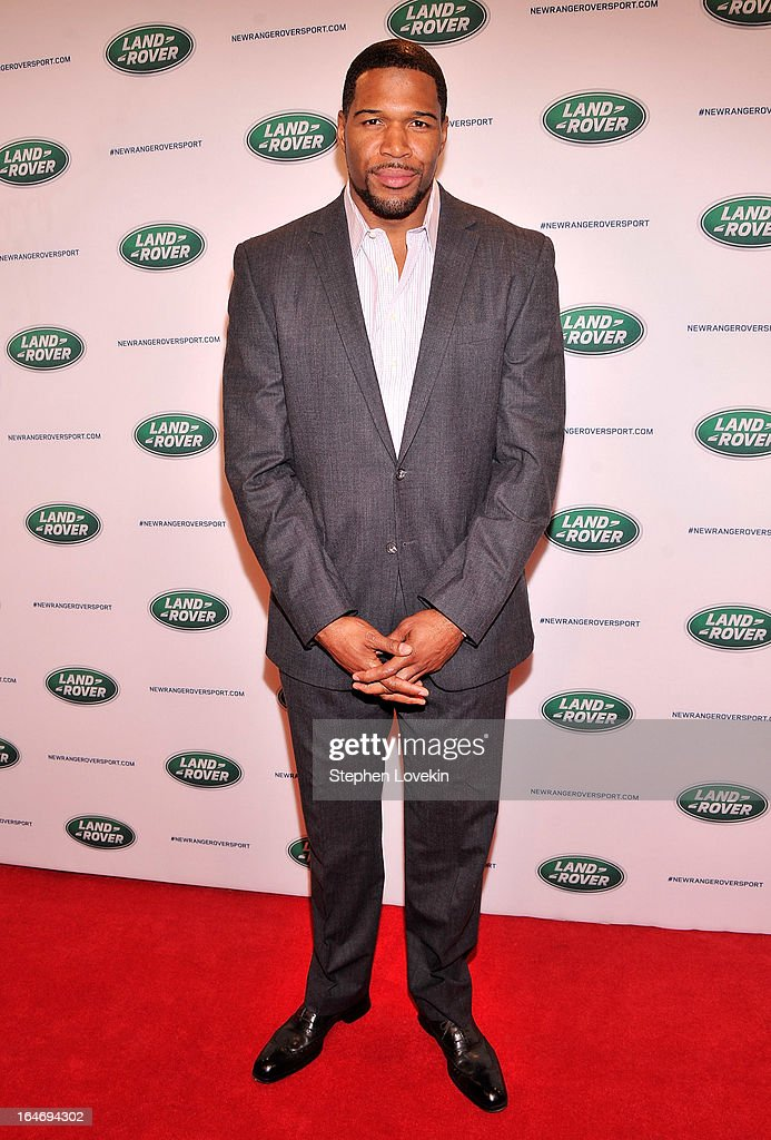 TV personality/former NFL player <a gi-track='captionPersonalityLinkClicked' href=/galleries/search?phrase=Michael+Strahan&family=editorial&specificpeople=210563 ng-click='$event.stopPropagation()'>Michael Strahan</a> attends the Range Rover Sport world unveiling at the 2013 New York Auto Show at Skylight at Moynihan Station on March 26, 2013 in New York City.