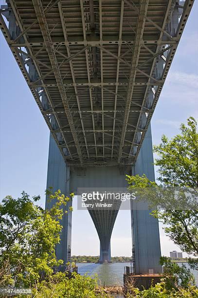 Perspective of receding lower level of bridge.
