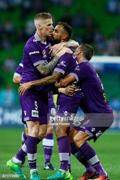Perth Glory celebrate after Diego Castro of the Glory scores the opening goal during the ALeague Elimination Final match between Melbourne City FC...