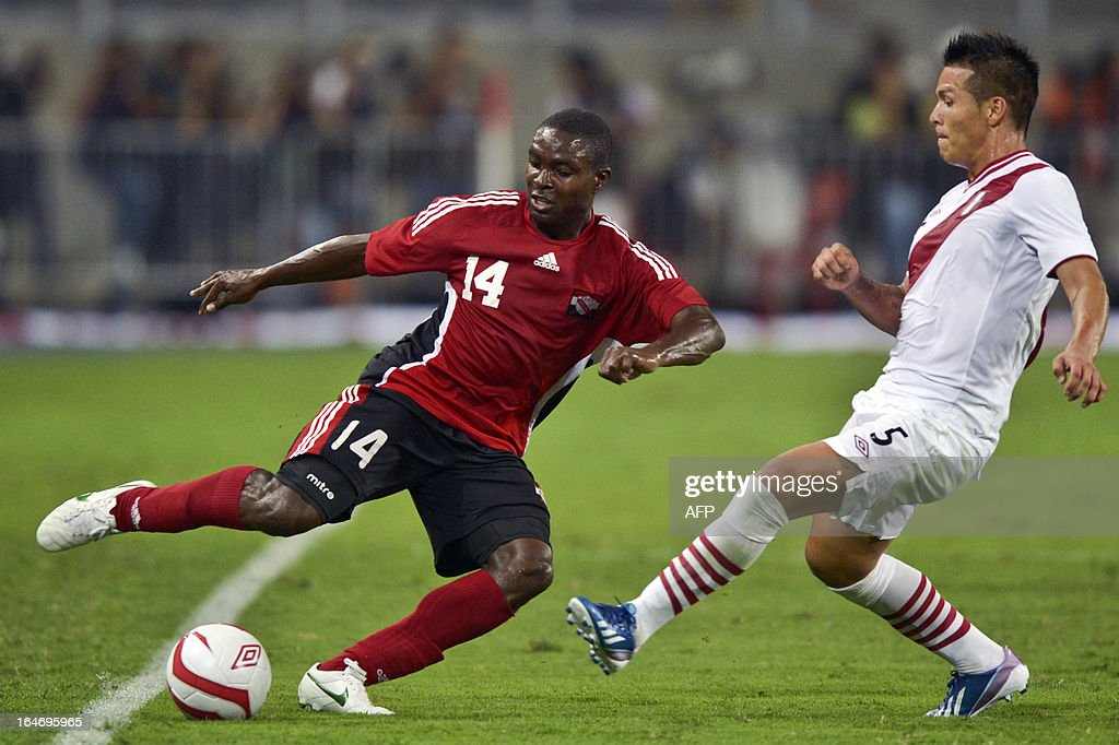 Peru's Alfredo Rojas (R) vies for the ball with Carter Kevom from Trinidad & Tobago during a friendly football match at at the National stadium in Lima on March 26, 2013.