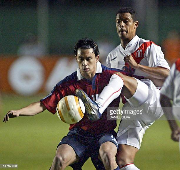 Peru's Carlos Zegarra vies with Chile's Mauricio Pinilla during the FIFA World Cup Germany 2006 South American qualifiers in Lima 17 November 2004...