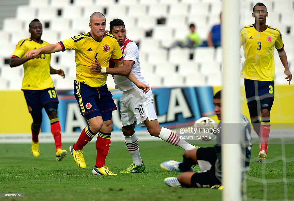 Peru's defender Edwin Gomez vies for the ball with Colombia's defender Helibelton Palacios (L), defender Andres Correa, defender Delvy Balanta (R) and goalkeeper Cristian Bonilla during their South American U-20 final round football match at Malvinas Argentinas stadium in Mendoza, Argentina, on January 27, 2013. Four South American teams will qualify for the FIFA U-20 World Cup Turkey 2013.