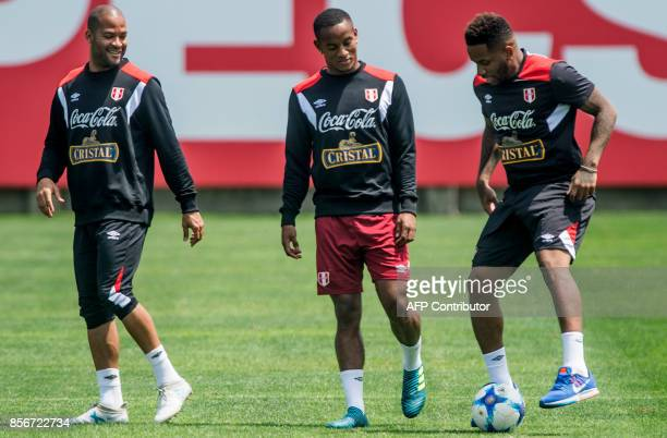 Peru's footballers Alberto Rodriguez Andre Carrillo and Jefferson Farfan take part in a training session in Lima on October 2 2017 ahead of their...