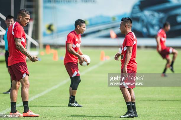 Peru's footballers Paolo Guerrero Raul Ruidiaz and Christian Cueva take part in a training session in Lima on March 26 2017 ahead of their World Cup...