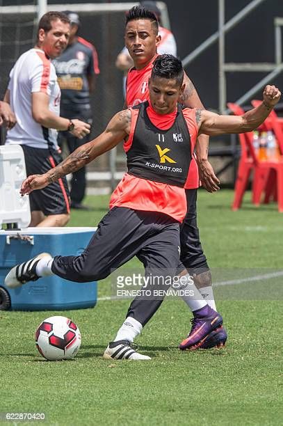 Peru's footballers Raul Ruidiaz takes part in a training session in Lima on November 12 ahead of the WC 2018 qualifier match against Brazil / AFP /...