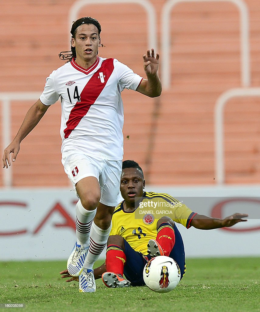 Peru's forward Cristian Benavente vies for the ball with Colombia's midfielder Cristian Palomeque during their South American U-20 final round football match at Malvinas Argentinas stadium in Mendoza, Argentina, on January 27, 2013. Four South American teams will qualify for the FIFA U-20 World Cup Turkey 2013. AFP PHOTO / DANIEL GARCIA