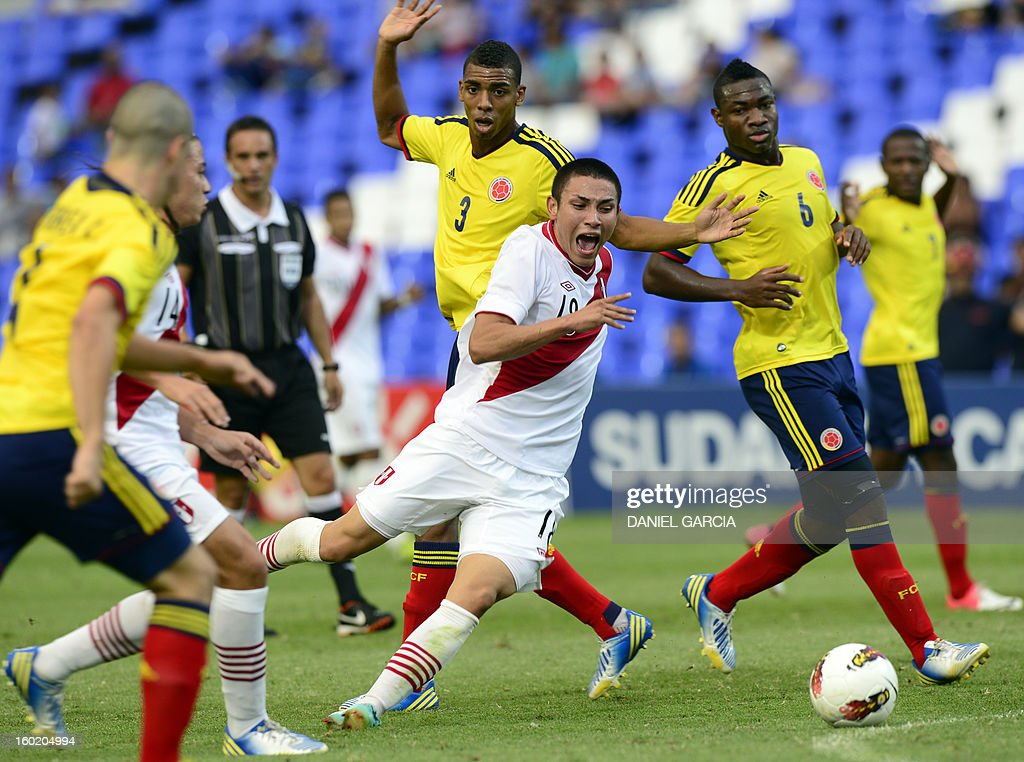 Peru's forward Jean Deza (C) vies for the ball with Colombia's defender Andres Correa (L), defender Delvy Balanta and midfielder Jose Leudo during their South American U-20 final round football match at Malvinas Argentinas stadium in Mendoza, Argentina, on January 27, 2013. Four South American teams will qualify for the FIFA U-20 World Cup Turkey 2013.