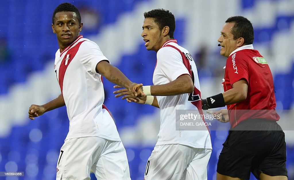 Peru's forward Yordi Reina celebrates with teammate defender Edwin Gomez after he scored the first goal against Ecuador during their South American U-20 final round football match at Malvinas Argentinas stadium in Mendoza, Argentina, on January 30, 2013. Four teams will qualify for the FIFA U-20 World Cup Turkey 2013. AFP PHOTO / DANIEL GARCIA