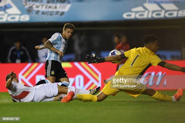 Peru's goalkeeper Pedro Gallese stops a shot by Argentina's Alejandro Gomez during their 2018 World Cup qualifier football match in Buenos Aires on...