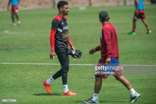 Peru's goalkeeper Pedro Gallese takes part in a training session in Lima on October 2 2017 ahead of their upcoming 2018 World Cup football qualifier...