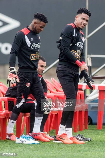 Peru's goalkeepers Pedro Gallese and Carlos Caceda prepare to take part in a training session in Lima on October 4 2017 ahead of their upcoming 2018...