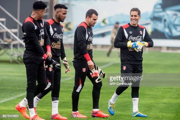 Peru's goalkeepers Pedro Gallese Carlos Caceda Jose Carvallo and Leao Butron chat during a training session in Lima on October 4 2017 ahead of their...