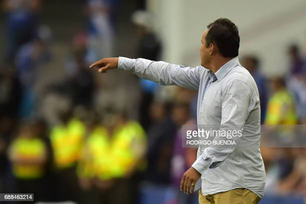 Peru's Melgar coach Juan Reynoso gestures during their 2017 Copa Libertadores football match against Ecuador's Emelec at George Capwell stadium in...