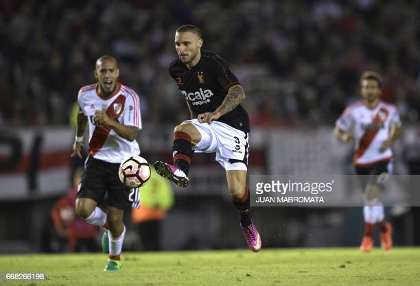 Peru's Melgar forward Emanuel Herrera controls the ball during the Copa Libertadores 2017 football match against Argentina's River Plate at the...