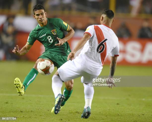 Peru's Miguel Trauco marks Bolivia's Diego Bejarano during their 2018 World Cup qualifier football match in Lima on August 31 2017 / AFP PHOTO / Cris...