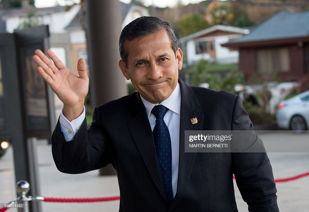 Peru's President Ollanta Humala arrives for a meeting of the III Pacific Alliance Business Summit in Frutillar, 1100 km south of Santiago, Chile, on June 30, 2016. / AFP / Martin BERNETTI
