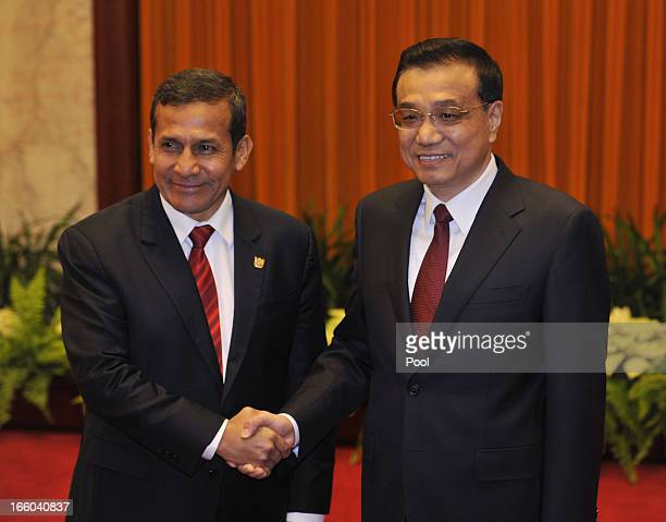Peru's President Ollanta Humala shakes hands with Chinese Premier Li Keqiang at Great Hall of the People in Beijing on April 8 2013 in China