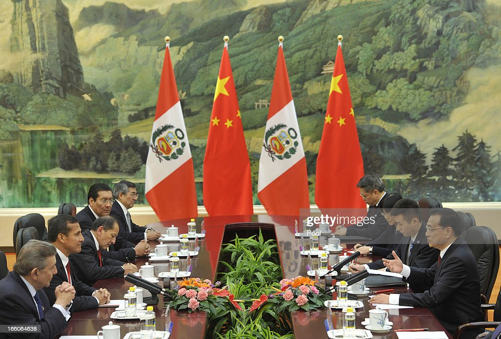 Peru's President <a gi-track='captionPersonalityLinkClicked' href=/galleries/search?phrase=Ollanta+Humala&family=editorial&specificpeople=588227 ng-click='$event.stopPropagation()'>Ollanta Humala</a> (2L) talks with Chinese Premier <a gi-track='captionPersonalityLinkClicked' href=/galleries/search?phrase=Li+Keqiang&family=editorial&specificpeople=2481781 ng-click='$event.stopPropagation()'>Li Keqiang</a> (R) at Great Hall of the People in Beijing on April 8, 2013 in China.